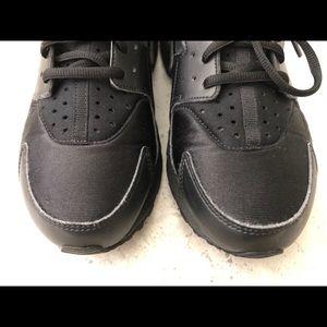Nike Shoes - Women's Air Huarache Run - Black - Size 8.5